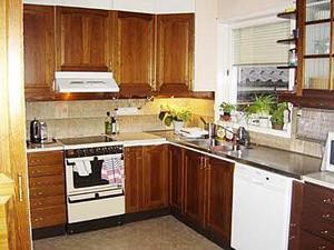 Så här såg köket ut före ombyggnaden; litet, trångt och mörkt.