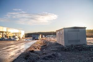 Där skogsvägen gick innan Medskogs handelsområde byggdes ligger nu en transformatorstation och en återvinningsgård.