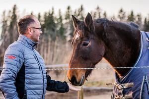 Leif Hall spenderar mycket tid på Gävle Ryttarsällskap då han också har sina egna hästar uppstallade där.