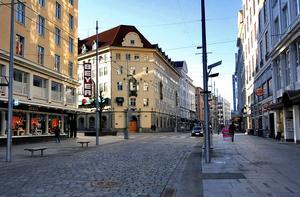 På Strandgaten, det stora shoppingstråket i Bergen slipper invånare och turister få sina synfält besudlade med stora reklamskyltar. Foto: Aqwis/Wiki Commons