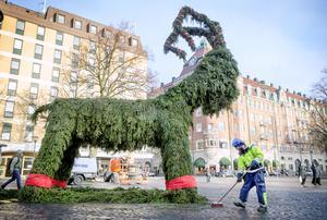 Julbocken har dykt upp på olika platser genom åren i Örebro. De senaste skapelserna har huserat på Järntorget.