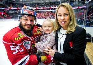 Familjen Wiklander – Johan, Stella och Emilie. Bild: Johan Bernström/Bildbyrån