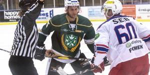 Emil Knuts och hans lagkamrater i Malung fick inledde säsongen med förlust.