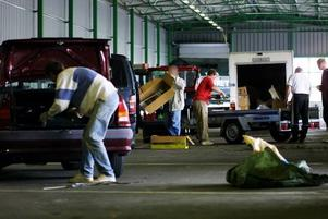 Trängsel har länge varit ett problem på återvinningscentralerna i Gävle och Forsbacka.