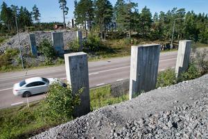 Förbindelse mellan över Flygvägen saknas nu mellan friluftsanläggningarna Hällåsen och Hällmyra i Söderhamn.