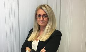 Admela Tafro är juridiskt ansvarig på Örebro rättighetscenter (foto: Örebro rättighetscenter).
