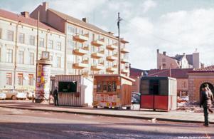 Korvkiosk på Våghustorget, 1962. Fotograf: Okänd (Bildkälla: Örebro stadsarkiv)