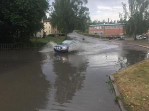 Ovädret orsakade även mindre översvämningar på flera håll, som på Skolgatan i Ludvika avloppssystemet hade inte klarat att transportera vidare allt vatten