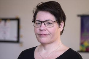 """Socialstyrelsen ger bidrag till kvinnojouren Kullan. Karin Lind Martinsen, ny verksamhetschef, vill inte uttala sig om tidigare års konflikter i föreningen. Ledningen är ny, betonar hon. """"Vi ser framåt och har flera satsningar på gång."""""""