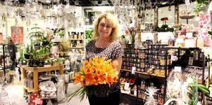 Slutar på topp. När hon började för 28 år sedan köpte kunderna blommor som present. I dag köper vi åt oss själva för att göra fint hemma.