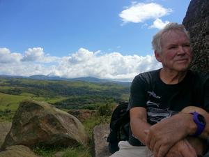 Under sina många olika resor till Costa Rica har Tommy varit med om mycket spännande saker och bergsbestigning är bara en av dem.  Foto: Privat