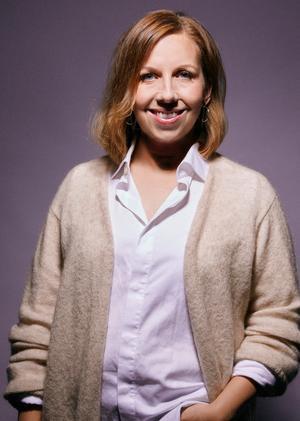 Maria Soxbo har sina rötter i Timrå. Hon är frilansjournalist och skriver främst om inredning och design, men är också bland annat influencer och föreläsare. Hennes blogg Husligheter har funnits i 11,5 år, och de senaste sex åren har hållbarhet blivit en allt viktigare del. Foto: Emily Dahl
