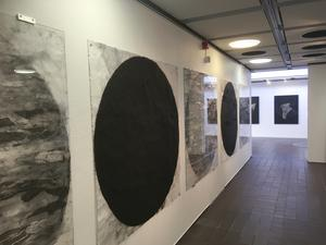 En del av verken tar upp former från själva konsthallen. Foto: Max Hebert.