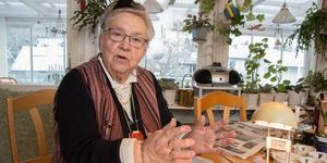 Jane Hjelm, 85, verkar i Köpings pensionärsråd för att omsorgen för de gamla ska förbättras.