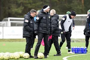 Andreas Brännström tycker november är en bra månad att testa spelare i.