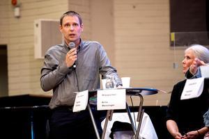 Mattias Rösberg i Sjukvårdspartiet anser att regionens hemsida lägger sig i det politiska spelet.