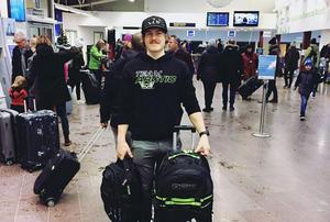 Balder Nääs på flygplatsen inför USA-resan