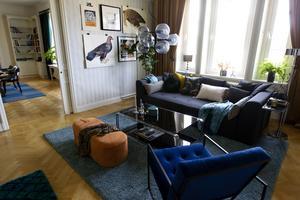 Det mindre konferensrummet är inrett med en skön soffa och en fåtölj.