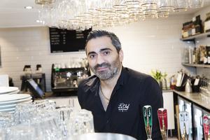 Efter flera framgångsrika år med pizzerian Isak's  Corner satsar Shady Bachaalani på lunchbuffé, vanlig krog och nattklubb på Le Chef som tidigare hette Mingel Och Bar.