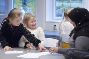 Evelina, Felicia och Fidaa. Foto: Lise-Lott Linderqvist