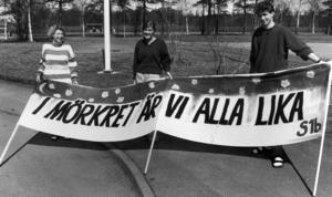 På PC:s kulturdag 1992 demonstrerade eleverna mot främlingsfientlighet. Petra Söder, Mona Wärdell och Sofus Rosager hade gjort det här plakatet.