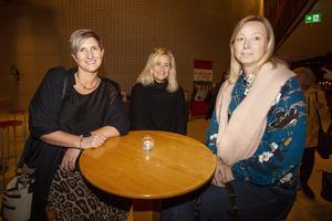 Pernilla Lindberg, Angneta Engman-Ericsson och Tina Wiklundh Stang var mest intresserade av att höra radioprofilen Annika Lantz på scenen. De har en bit kvar till 50 men tyckte att rubriken på kvällen lät spännande.