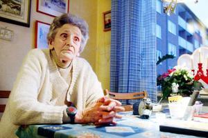 Ruth Lindström tycker att det känns tryggare med det nya låssystemet eftersom hemtjänsten kan komma snabbare om hon behöver kalla på hjälp.Foto: Henrik Flygare