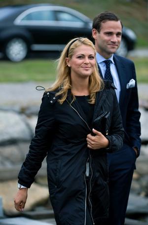 Prinsessan Madeleine förlovar sig med sin pojkvän Jonas Bergström. I dag tisdag 11 augusti 2009 tillkännagavs förlovningen vid ett pressmöte på Solliden.