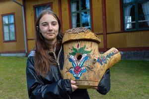 """""""Jag brukar måla kurbits, så jag gjorde en kurbitsholk"""", säger Hanna Berglund, 18 år."""