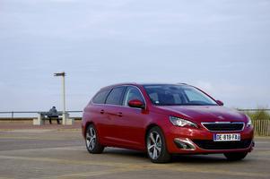 Jämfört med vanliga 308 är Sportwagon förlängd 22 centimeter baktill och 11 centimeter mellan hjulaxlarna. Peugeot hoppas kunna ta marknadsandelar med en traditionell kombi i mellanklassen.