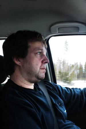 """Peter Axelsson har ibland plockat upp liftare av ren barmhärtighet. """"De som jag plockade upp sist hade haft ett rent helvete. De kom från södra Sverige och jag plockade upp dem utanför Strömsund alldeles genomblöta"""".Foto: Stina Hylén"""