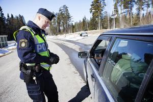 Polisen uppmanar trafikanterna att ta det lugnt på länets vägar och håller ett extra öga på viktiga turiststråk som E14 västerut och länsväg 321 mellan Svenstavik och Mattmar.