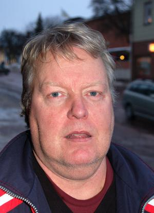 Håkan Tomth har under 12 år varit föreståndare för fritidsgården i Älvdalen. Nu ska den läggas ned och han är bekymrad för ungdomarnas del.