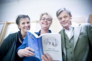 Gemensamt verk. Kuratorerna Annelie Lindberg, Karin Aune har tillsammans skrivit ett kapitel och barnläkaren Carl Lindgren är en av två redaktörer för boken