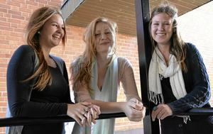 I startgroparna. Eleverna Emma Lindgren, Silja Eldsfors och Elin Ståhl har startat UF-företag på Pihlskolans gymnasium i Hällefors