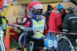 En fokuserad Stefan Svensson väntar på att släppas ut på banan.