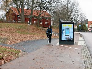 Genväg. Jan Hellström efterlyser en heldragen skiljelinje i cykelbanan.