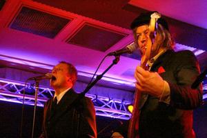 Weeping Willows fogar samman element från exempelvis Roy Orbinson, Depeche Mode och The Smiths till en alldeles egen legering.
