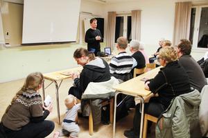 Jakob Silén berättade om grottbadsplanerna i Järvsö.