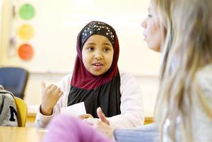 På Murgårdsskolan lär sig barnen att bli nätsmarta. Bushra Hassan går i tvåan.