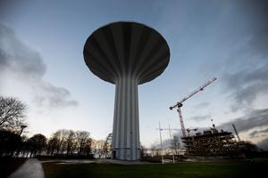 Örebros fulaste? Svampen dyker ibland upp i olika omröstningar när Sveriges fulaste byggnad ska utses. Hur kommer vårt vattentorn stå sig när ni läsare ska utse Örebros fulaste byggnad? Arkivbild.