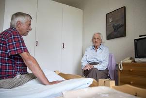 Sonen Ulf Lohman hjälpte sin demenssjuka mor Karin Olsson att bli fri från ett telefonavtal som hon aldrig skulle ha ingått om hon varit frisk. Nu ber PRO Telecom om ursäkt och betalar tillbaka pengarna.