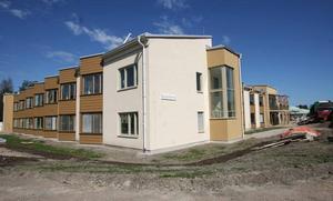 Nya Bysjöstrand ska om någon vecka fyllas med äldre i de 61 lägenheterna.