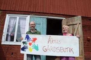Åkres gårdsbutik öppnar i Segersta. Hela familjen Hägglund har både händer och hjärta med i projektet.