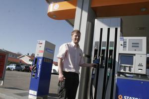 I fredags fick Nordanstig sin första etanolpump installerad hos Statoil i Gnarp. – Det är mer service åt kunderna, säger en nöjd stationschef Mats Frengen.