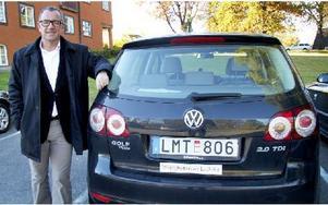 Thomas Lagerström hävdar att en del anställdas bilar kan betraktas som rishögar och av säkerhetsskäl är det inte bra om man kör med sådana i tjänsten. Från 2014 är huvudregeln att kommunens bilar ska användas, betonar kommunchefen, som säger att han alltid använder någon av kommunens bilar vid tjänsteresor. Foto: Torbjörn Granling/DT