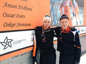 Falun Borlänges Oskar Svensson (H17-18), till höger, vann dubbelt i Scandic Cup-premiären och klubbkamraten Oscar Ivars (H19-20) segrade i 10-kilometersloppet i Scandic Cup.