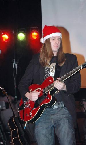 LIRAR. Erik Zilén var en av dem som uppträdde under Högbergsskolans estetiska programs julshow på tisdagen.