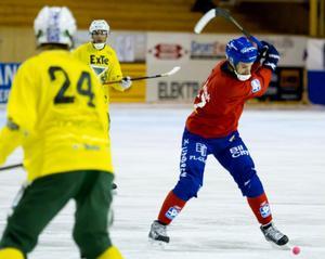 Mattias Hammarström fortsätter att vara het och satte två av Edsbyns mål mot Västerås när lagen spelade 6–6 på söndagen.