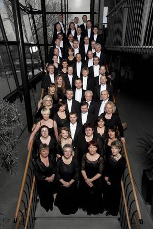 Gävle Symfoniorkester möter på denna skiva spelmannen Görgen Andersson.